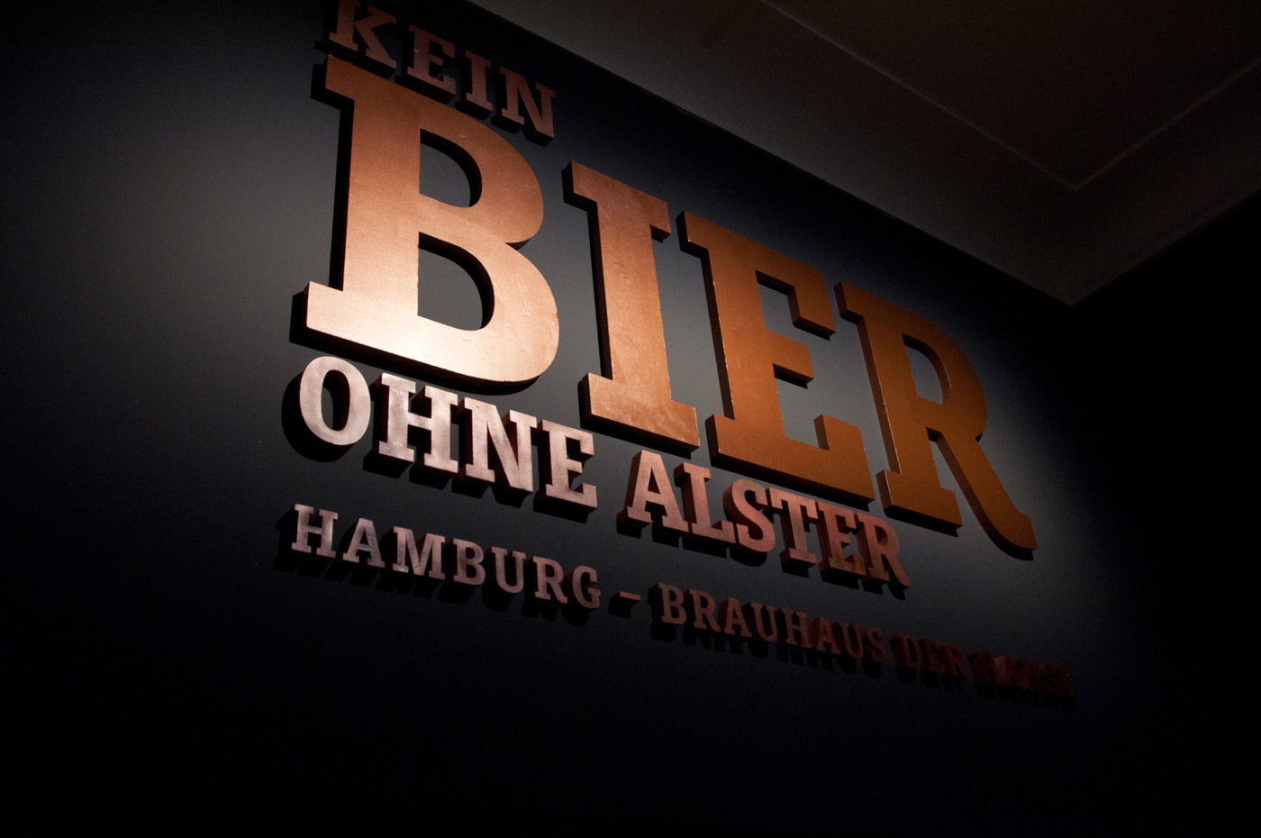 Fonts In Use Kein Bier Ohne Alster Exhibition 04 Muriza